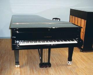 セミコンサート・グランドピアノ